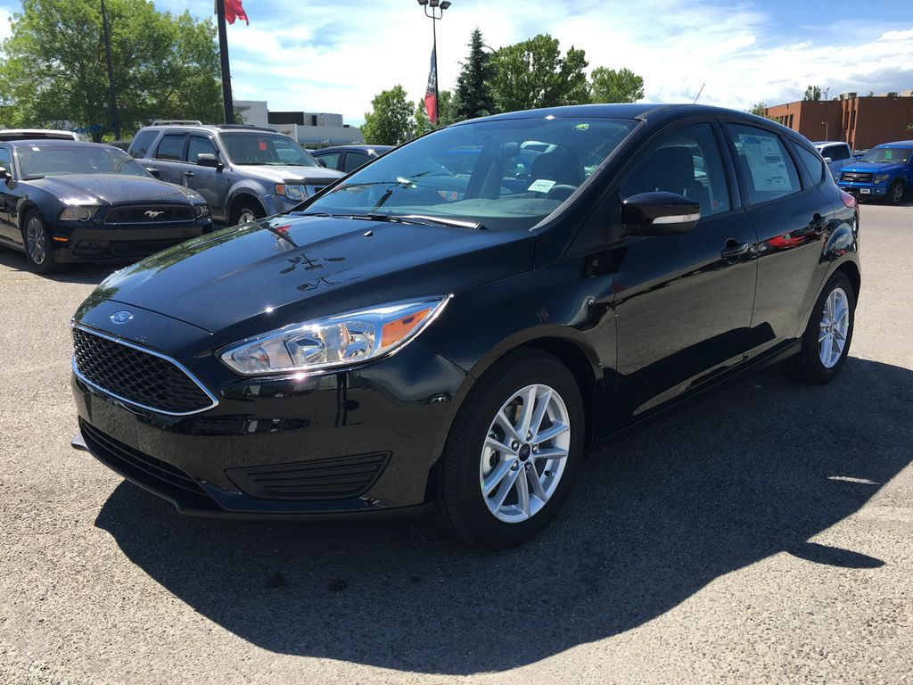 used 2017 ford focus se in calgary 17fo1104a maclin ford. Black Bedroom Furniture Sets. Home Design Ideas